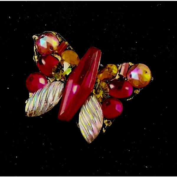 Vintage broche met rode vlinder 167