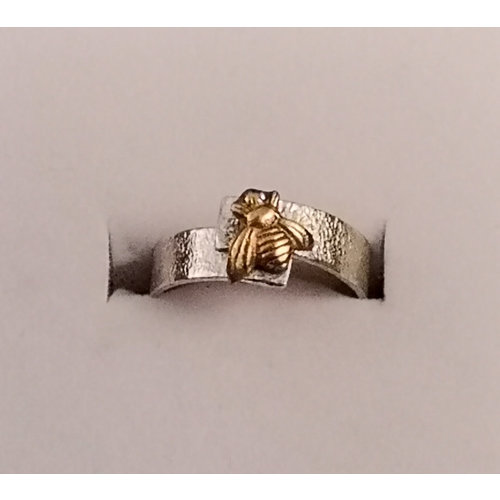 Xuella Arnold Bee overlap silver ring 34