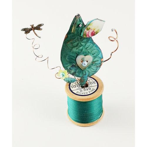 Beastie Assemblage Maus und Libelle auf Baumwollspulen-Assemblage 030