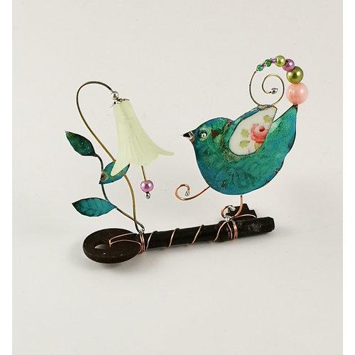 Beastie Assemblage Pájaro con campanilla en ensamblaje clave 035