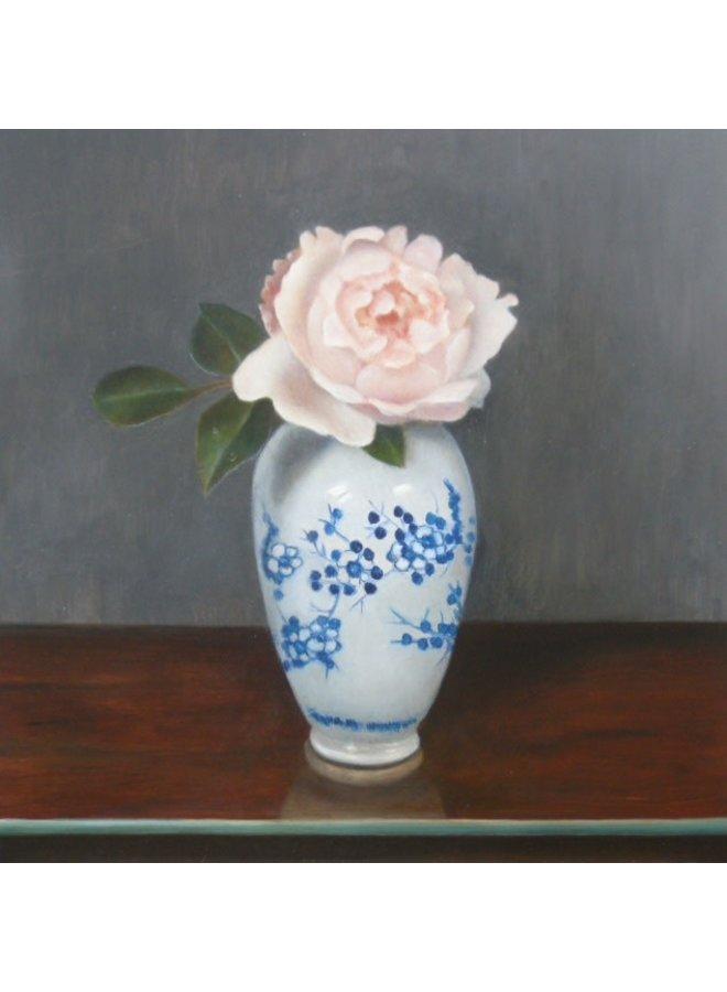 Rose in blau-weißer Vase 041