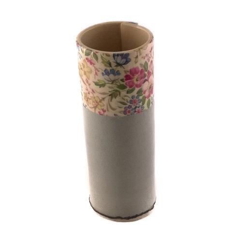 Virginia Graham Florero gris con flores pequeño brote 15