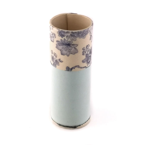 Virginia Graham Menta con flores azules florero pequeño brote 17
