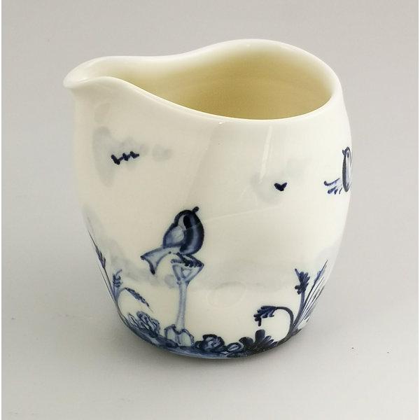 Petirrojos en jarra de porcelana de jardín pintada a mano 036