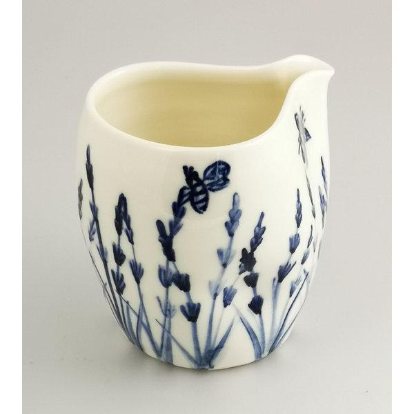 Handbemalter Gießkrug 041 aus Lavendel und Bienenporzellan