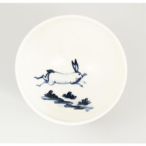 Mia Sarosi Bol pequeño de porcelana pintada a mano de liebre 060