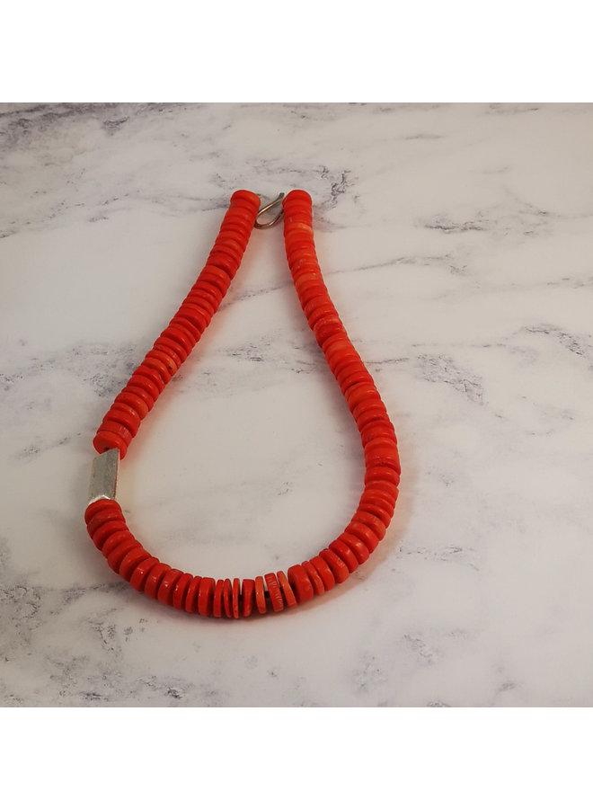 Korallenscheibe und Silberhülse Halskette 062