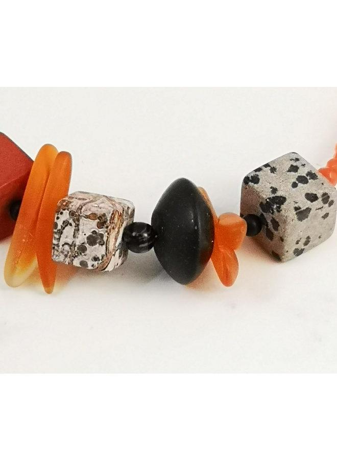 Orange und Schwarz mit Würfelsteinkette 108