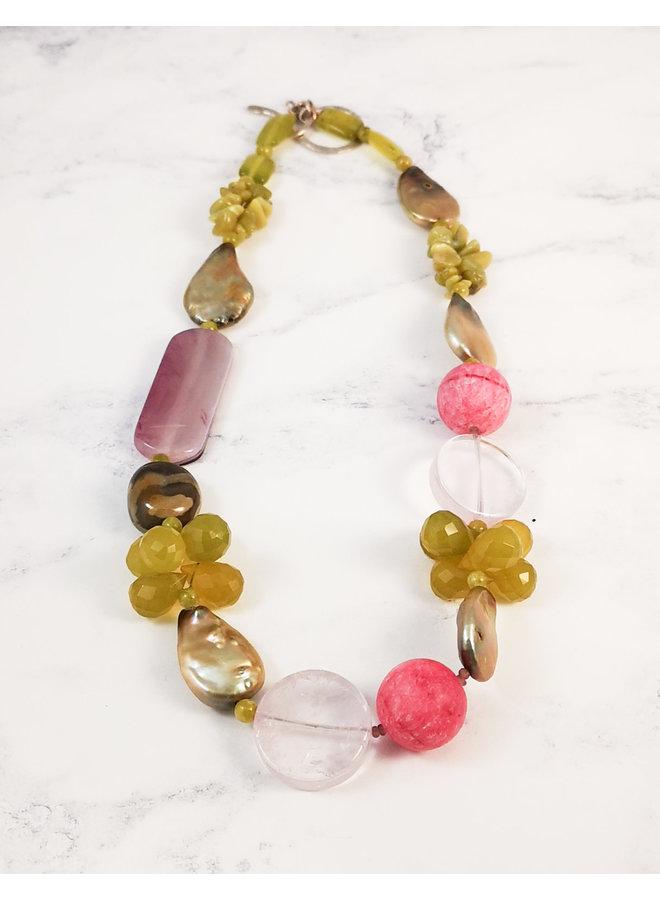 Halskette 003 aus Oliven-, Rosa- und Perlen-Halbedelsteinen