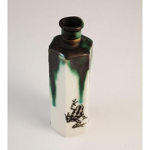 Jillian Riley Designs Frog Hexagonal Poison botella 158