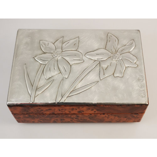 Maria Santos Daffodils Pewter and wood hinged box 028