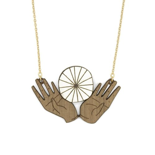 Materia Rica Ofrena Hands Necklace  029