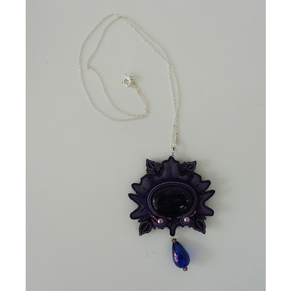Nouveau  large embroidered necklace 035