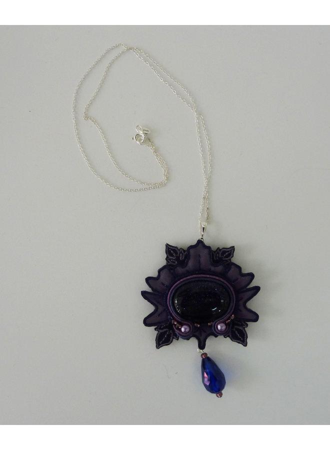 Nouveau  large embroidered necklace 035