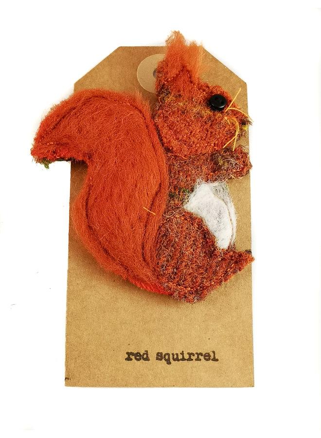 Red Squirel Creature Filzbrosche 09
