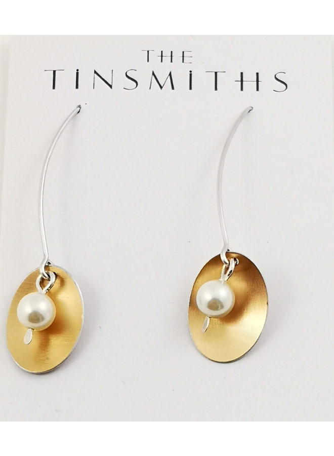 Ovale und perlmuttfarbene Kupfer- und Silberohrringe 81