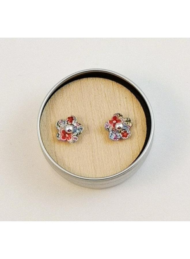 Tiny Lotus daisy  tin & silver  stud earrings 84