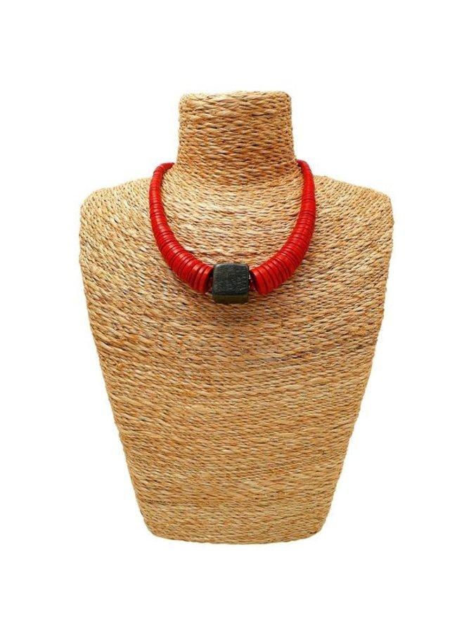 Roter und schwarzer Kreis und quadratische Kokoshalskette 072