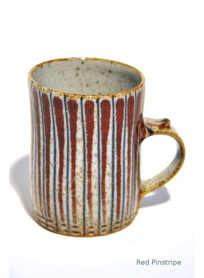 Kleine Tasse aus rotem Nadelstreifen-Irdengut 12