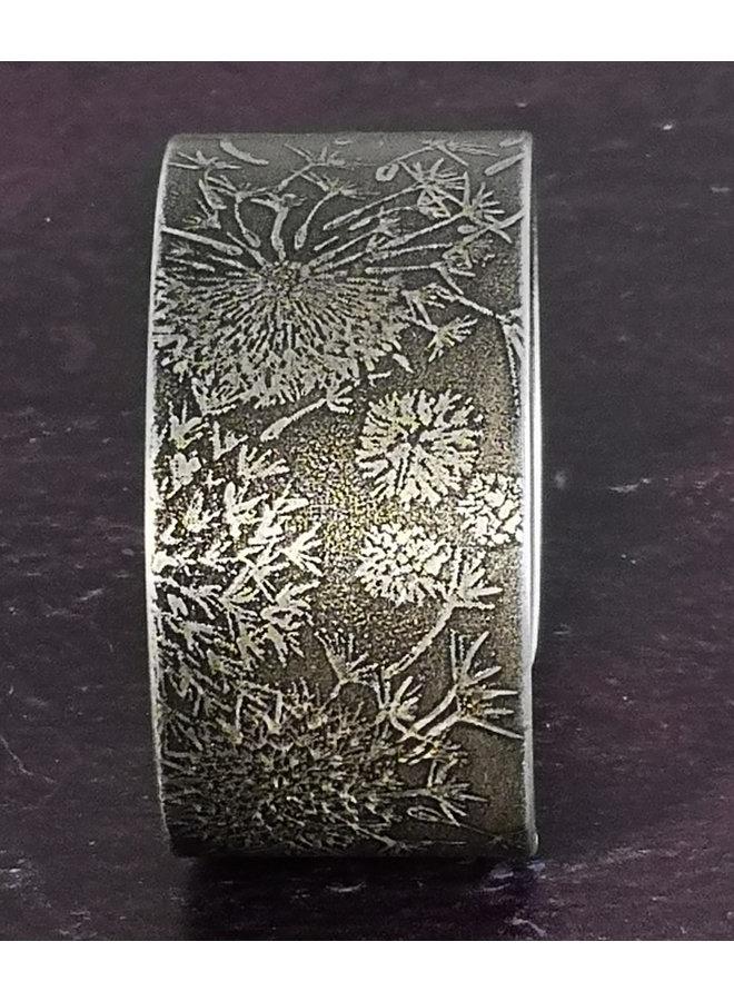 Sonnenblumen dunkel geätzte Aluminiummanschette 94