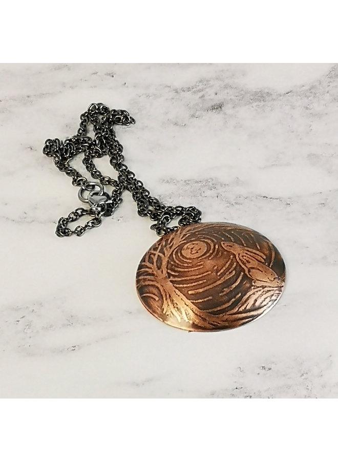Halskette mit Hase und Mond aus Kupfer mit geätzter Kuppel 84