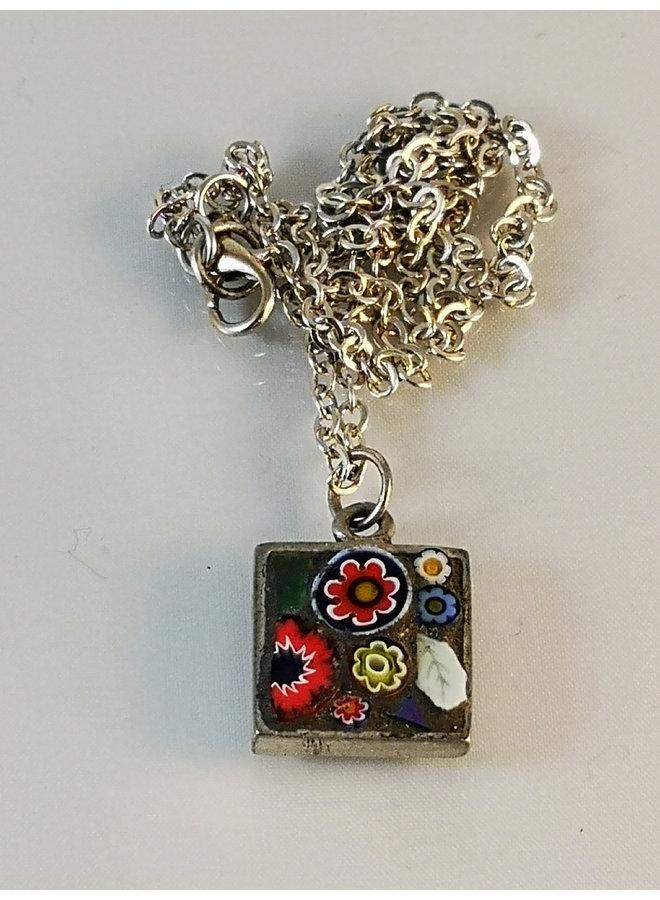 Quadratische Halskette mit Blumen 07