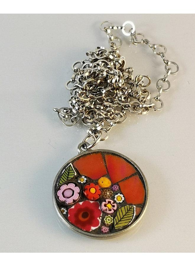 Runde Halskette mit Blumen 05