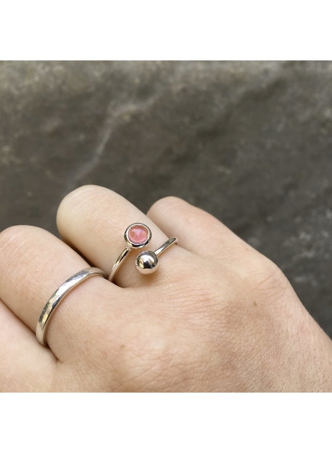 Verstellbarer Ring in Turmalinrosa und Silber 96