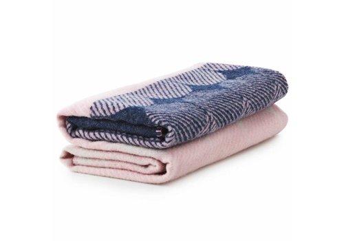 Normann Copenhagen Ekko - throw blanket - navy/rose