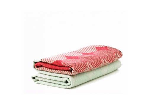 Normann Copenhagen Ekko - throw blanket - raspberry/mint