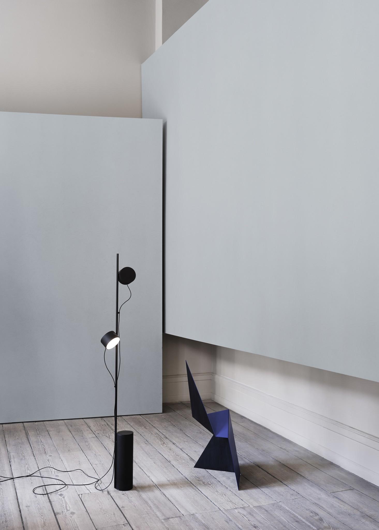Post floor lamp black-2