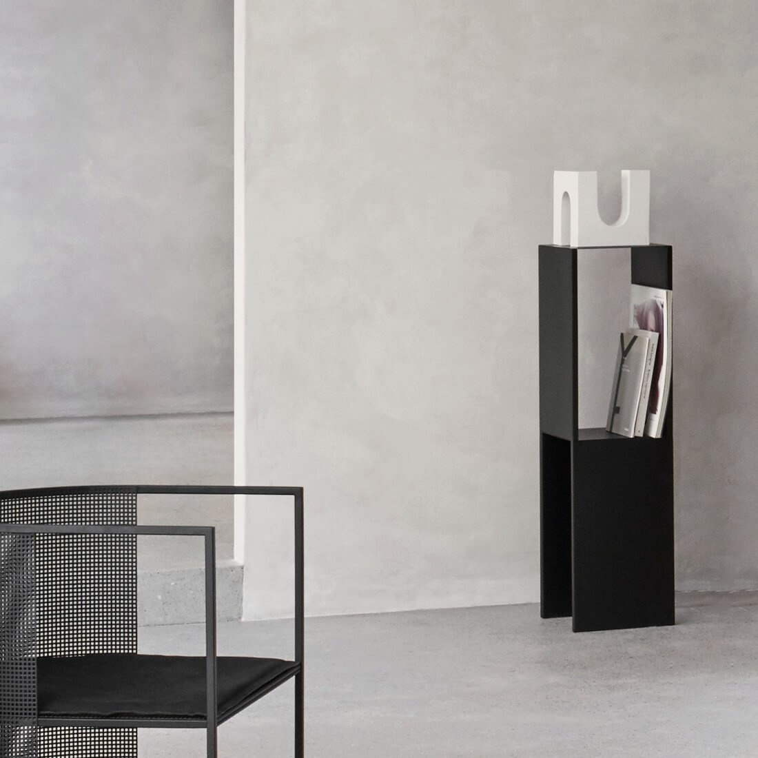 Pedestal Table Black High-3