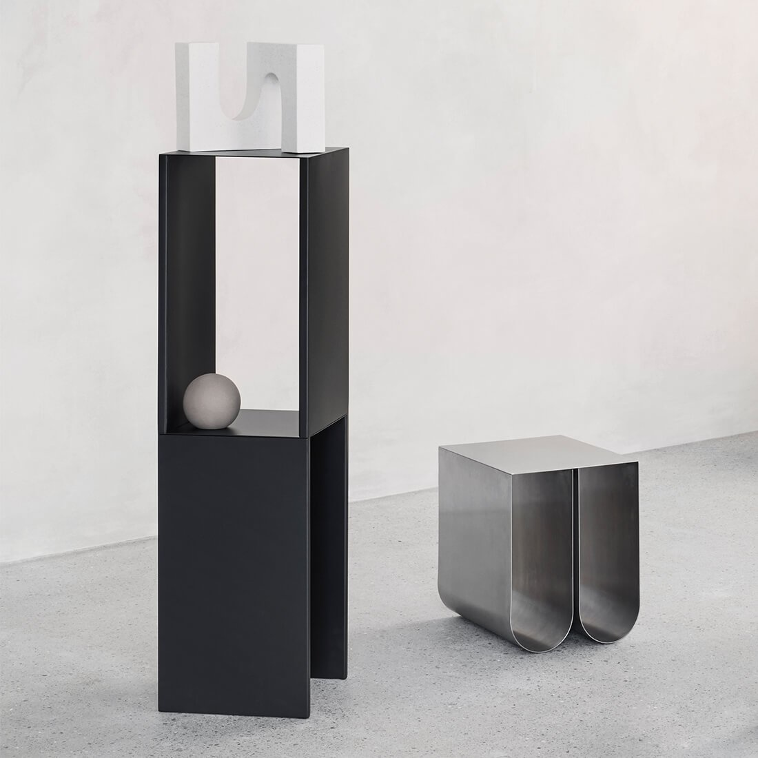 Pedestal Table Black High-4