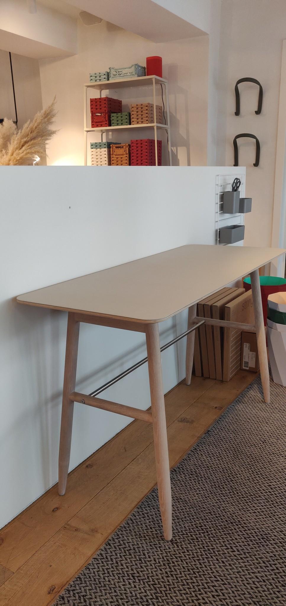 Toonzaalmodel Icha desk mushroom / white oiled oak-1