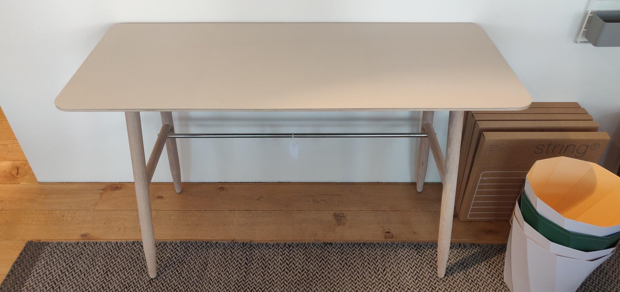 Toonzaalmodel Icha desk mushroom / white oiled oak-3