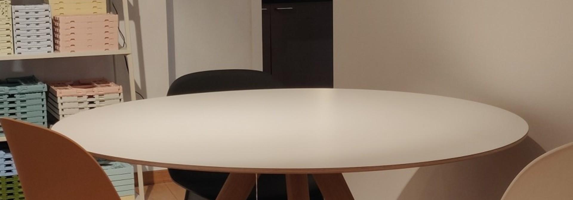 Toonzaalmodel CPH 20 - Matt lacquered solid oak White laminate dia120cm