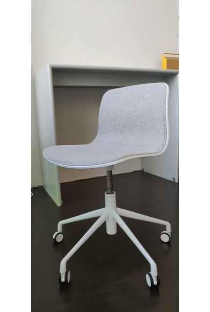 Toonzaalmodel AAC50 Powder coated aluminium - White shell, front upholstery  Devina melange 120