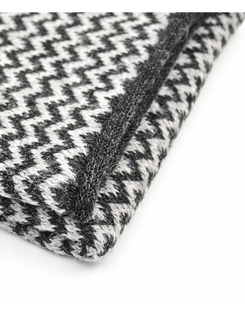 So Cosy Scarf knitted Alpaca wool Light Gray / Dark Gray