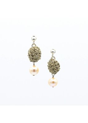 Vasso Galati Gold wire earrings with small pearl