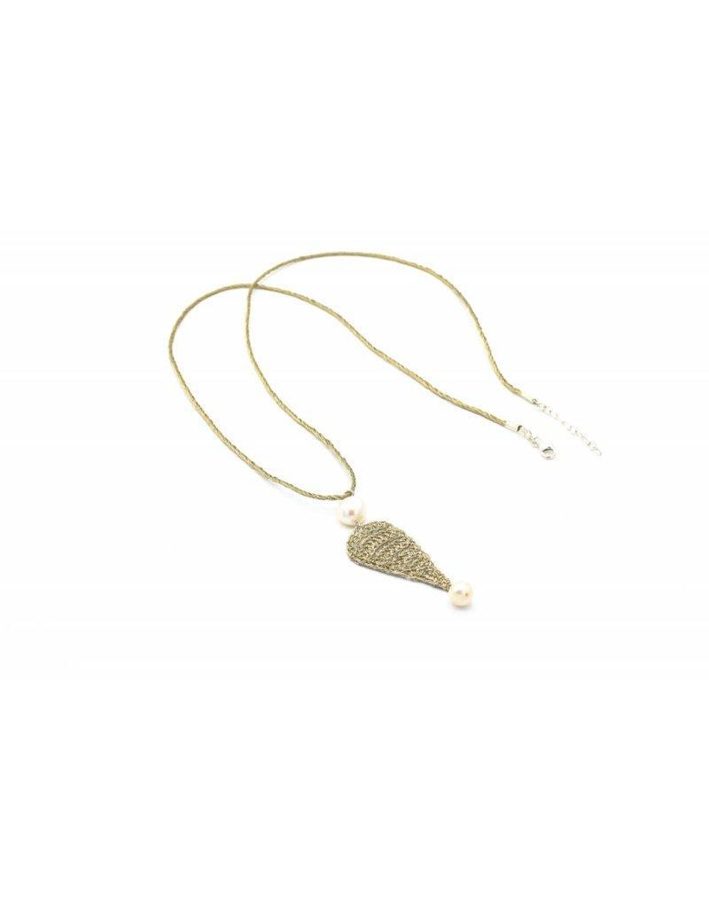 Vasso Galati Lange halsketting vergulde zilverdraad met detail en parels