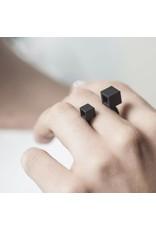 Ola Ring met dubbele kubus zwart