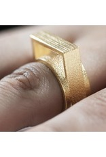 Ola Ring with large square gold