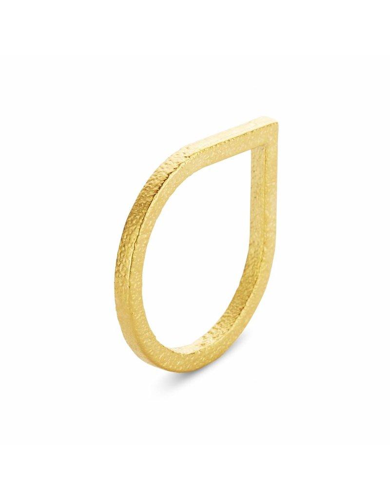 Ola Vergulde ring in druppel vorm