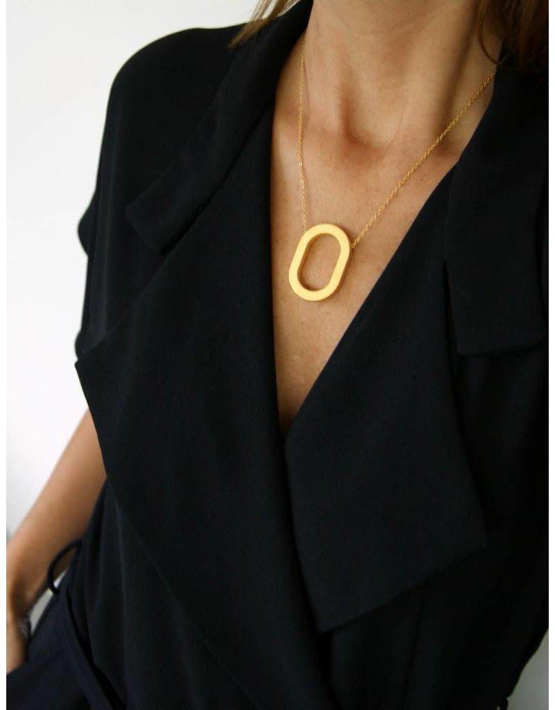 Ola Gouden halsketting met ovalen hanger