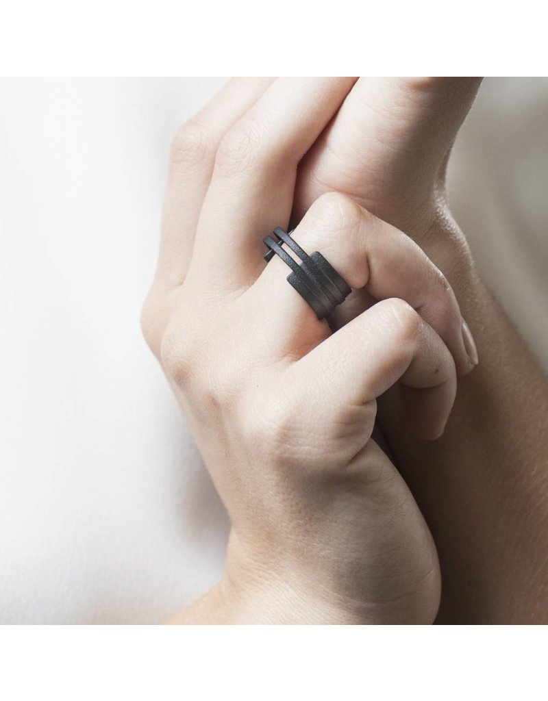Ola Ring double line black