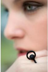 Ola Ring met cirkel en bol zwart