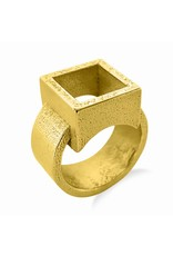 Ola Ring with square gold