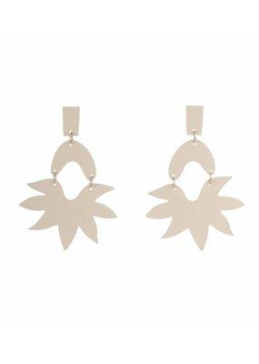 Mme Butterfly Grote oorbellen hangers wit
