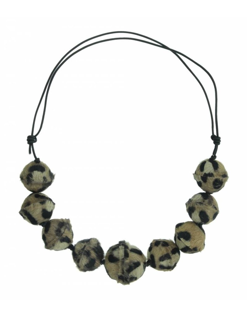 Necklace with various spheres in leather Panther motif