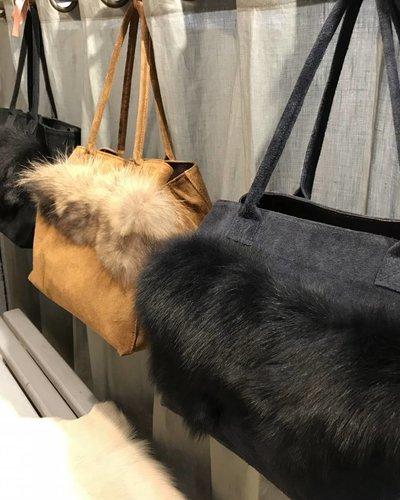 Handtas zwart met pels